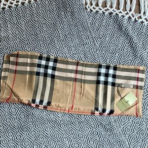 BURBERRY New with tags Cashmere Checkered Scarf